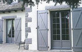 portes fenêtres et volets en bois