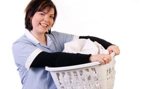 Une aide ménagère avec KEOR