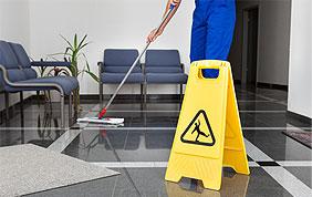 Nettoyage de sol et panneau warning