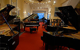 showroom de pianos