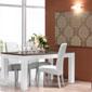 salle à manger chaleureuse et design