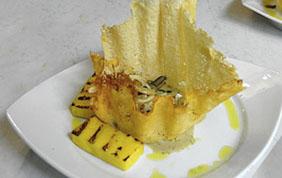 élégante assiette avec plat gastronomique