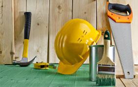 Casque de sécurité et outils