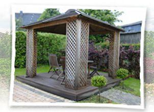 Abri de jardin en bois avec terrasse
