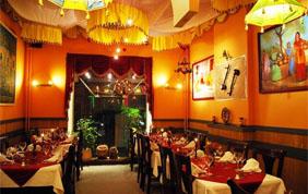 intérieur restaurant dans les tons oranges