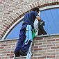 Entretien de châssis et vitres extérieures