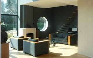 intérieur de maison contemporaine murs gris