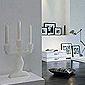 pièce à vivre avec murs blancs