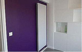 Mur peint en violet