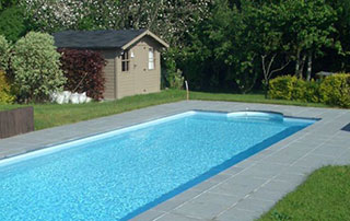construction de piscine enterrée en béton