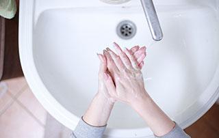 robinet et vasque pour se laver les mains