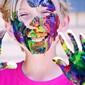 enfant au visage couvert de peinture