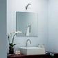 Vasque dans salle de bain blanche