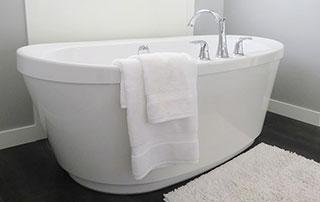 baignoire avec serviettes