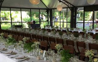 orangerie aménagée pour un banquet