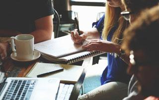 réunion en petit comité