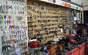 magasin de serrurerie : clés, serrures...