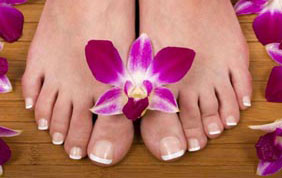 pieds nus avec fleurs