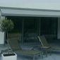 Tente solaire et chaises longues