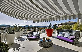 tente solaire terrasse rayée gris et blanc