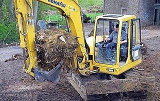 travaux de terrassement avec grue excavatrice