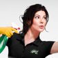 Aide-ménagère avec matériel de nettoyage