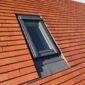 Toiture en tuiles et fenêtre de toit