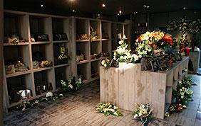 Magasin de fleurs, urnes et monuments funéraires