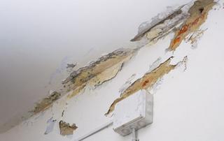 dégâts plafond infiltration d'eau