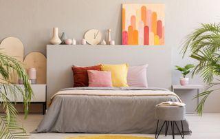 Chambre parentale à la décoration colorée