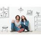 couple assis par terre avec meubles et décoration dessinés au crayon