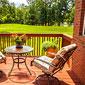 terrasse en bois avec meubles de jardin