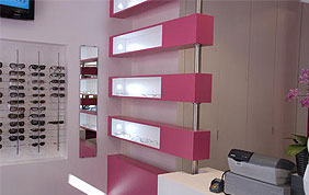 Magasin d'optique avec showroom de monture