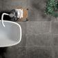 pierre naturelle grise dans salle de bain