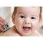 Bébé examiné avec stéthoscope