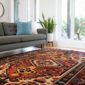 tapis aux motifs colorés dans un salon